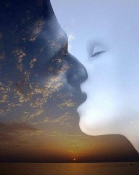Όταν φιλώ τα χείλη σου γίνομαι Ένωση...